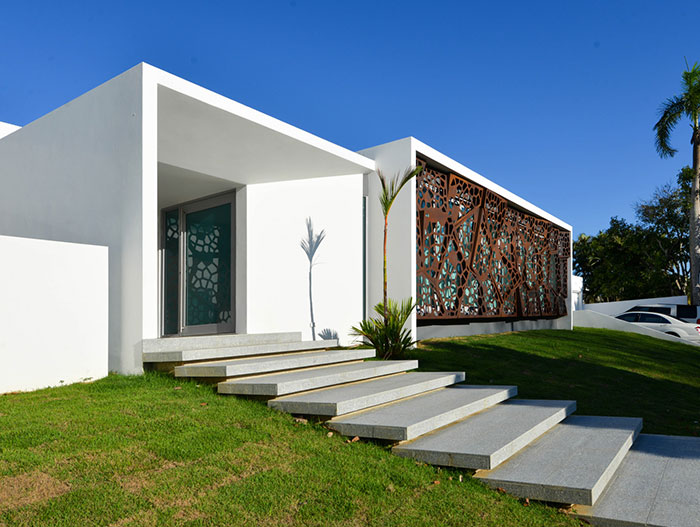 Entrance to spectacular renovated and expanded house in San Juan, Puerto Rico by Diaz Paunetto Architects