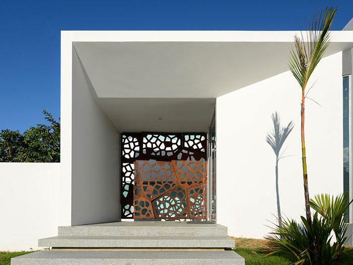 Contemporary architecture at its best : Entrance to stunning Puerto Rican villa