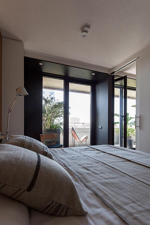 Master bedroom design idea in a renovated apartment located in Barcelona, Spain