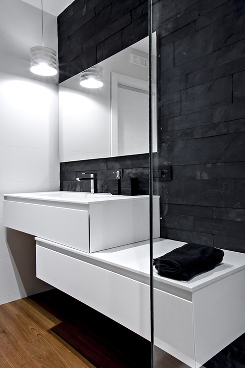 Modern black and white bathroom design idea in a renovated apartment located in Italy - SG House by M12 Architettura Design