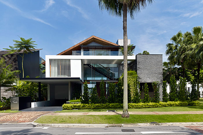 Sentosa Cove, Singapore sophisticated holiday retreat with contemporary architecture for a multi-generational Chinese family