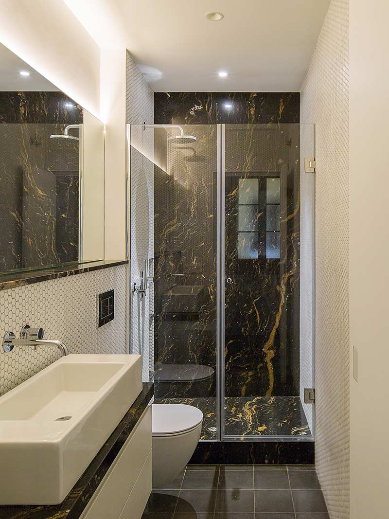 How to make a small bathroom look bigger - glass panel instead of shower curtain
