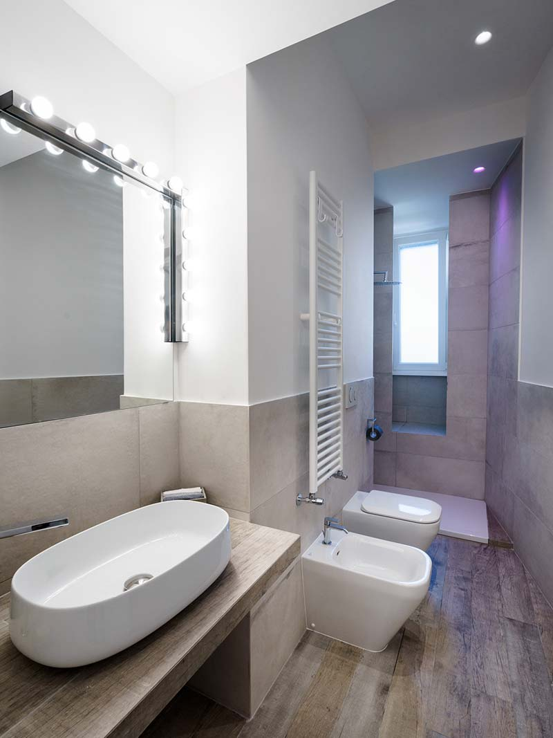 How to make a small bathroom look bigger - bright lighting