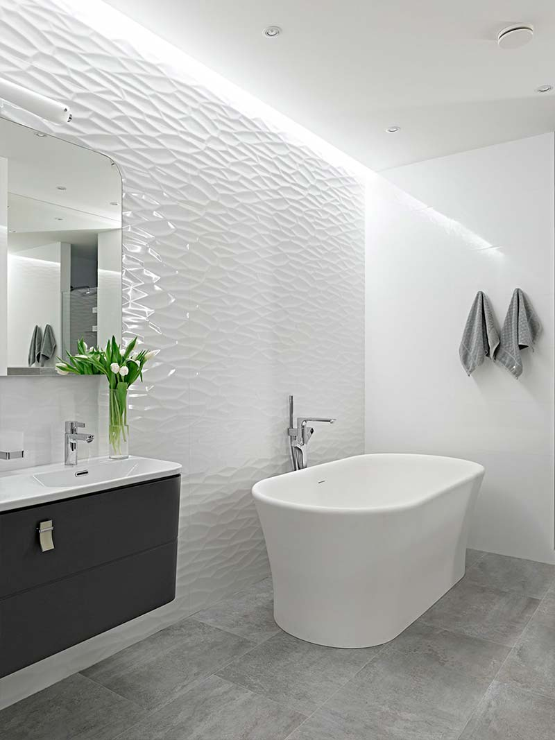 How to make a small bathroom look bigger - use neutral colors