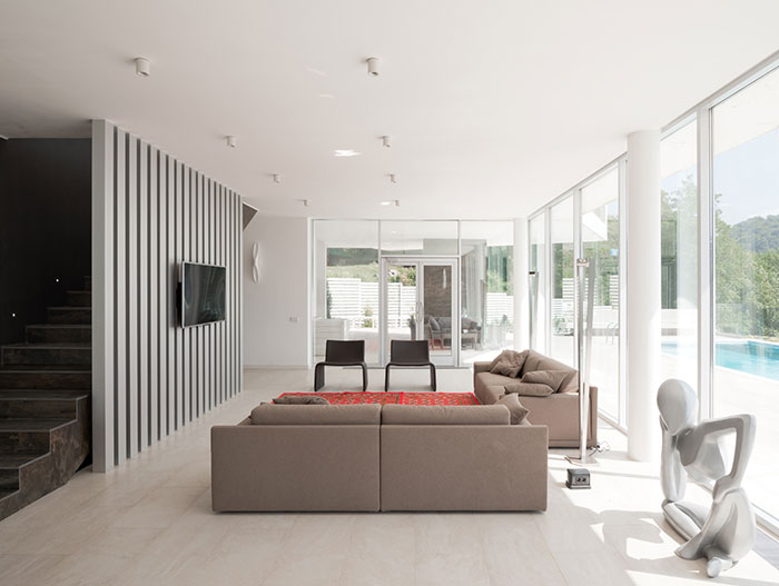 Sochi Villa - modern living room design with unsual sculpture piece