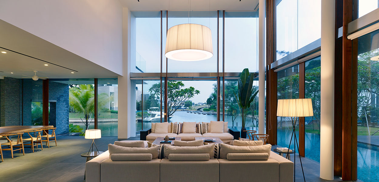 Modern sophisticated living room in Sentosa Cove, Singapore holiday retreat by Robert Greg Shand Architects