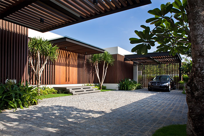 Enclosed Open House by Wallflower Architecture + Design: Contemporary exterior of a spacious house in Singapore that strikes a balance between privacy and openness