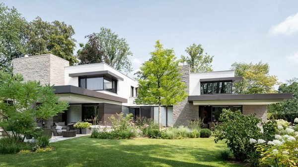 Stephan Maria Lang designs spacious home in Germany for a large family