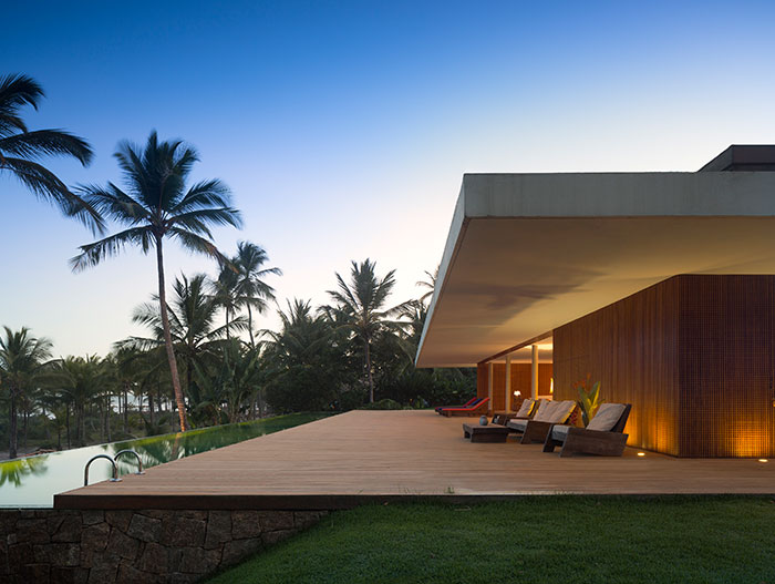 Casa Txai by Studio MK27 - striking modern house with infinity pool in Brazil
