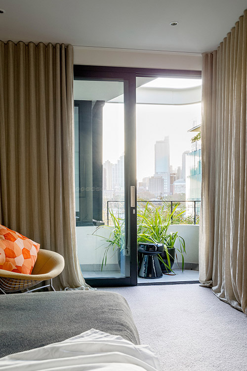 Bedroom design idea with magnificent view in a stunning dwelling located in Sydney