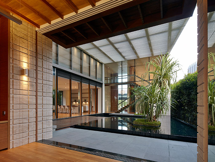 Stunning interior courtyard in amazing contemporary home in Singapore