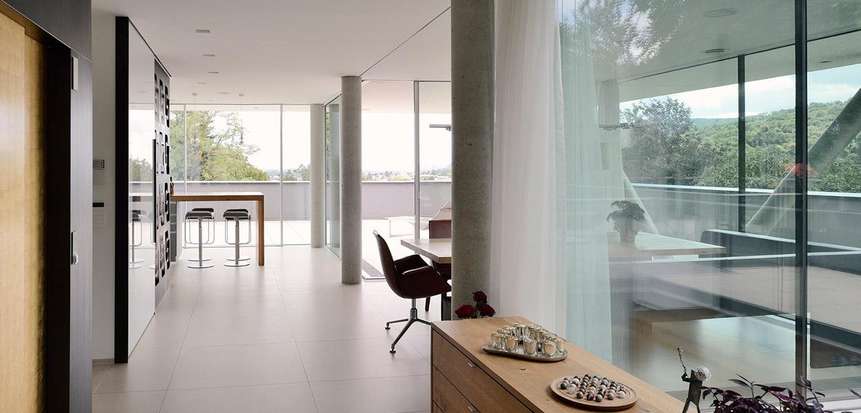 Modern interior design idea in a stylish villa overlooking Vienna DC towers by Architekt Zoran Bodrozic