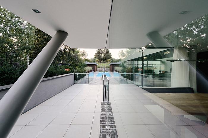 Stylish villa with beautiful pool overlooking Vienna DC towers