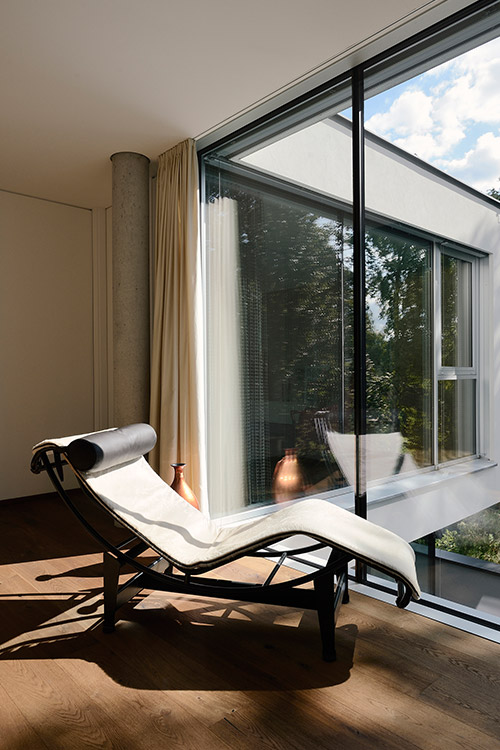 Relaxing area in a stylish villa located near Vienna by Architekt Zoran Bodrozic
