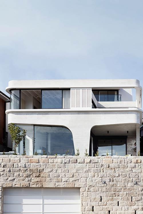 Tama's Tee Home by Luigi Rosselli Architects located in Tamarama, Sydney, Australia