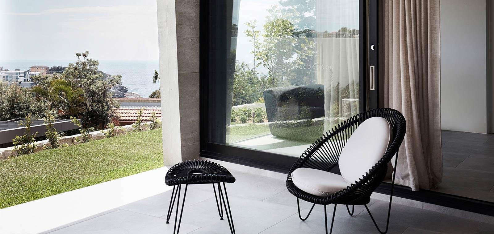 Tama's Tee Home by Luigi Rosselli Architects in Sydney, Australia - terrace