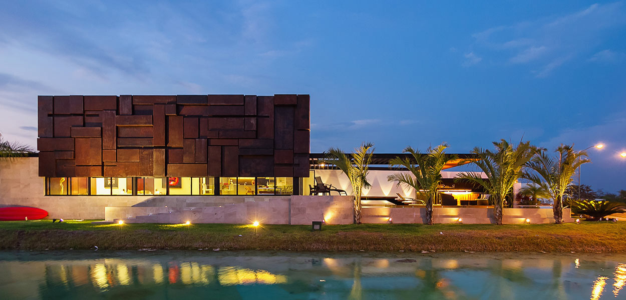 Modern lakeside house in Mexico for young businessman