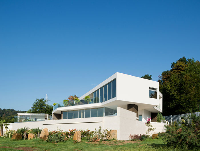 Russian contemporary architecture at its best : Villa V in Sochi by Alexandra Fedorova