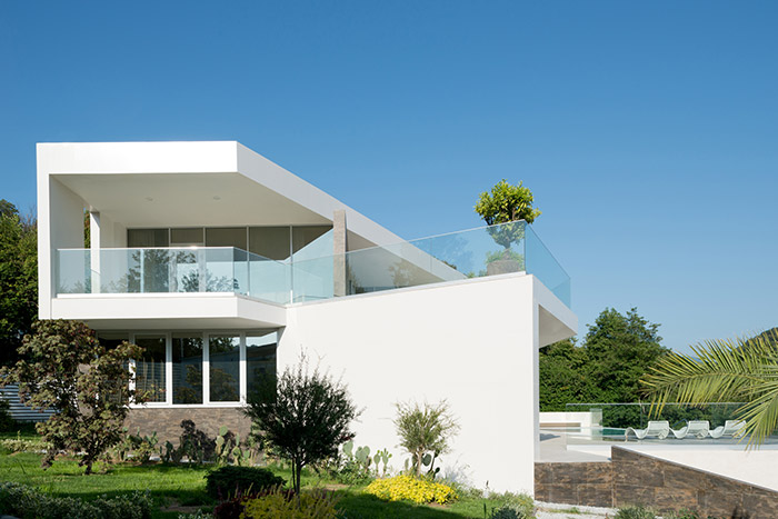 Great architecture in Russian villa that integrates the landscape - Sochi