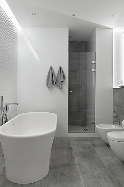White bathroom designed by Alexandra Fedorova