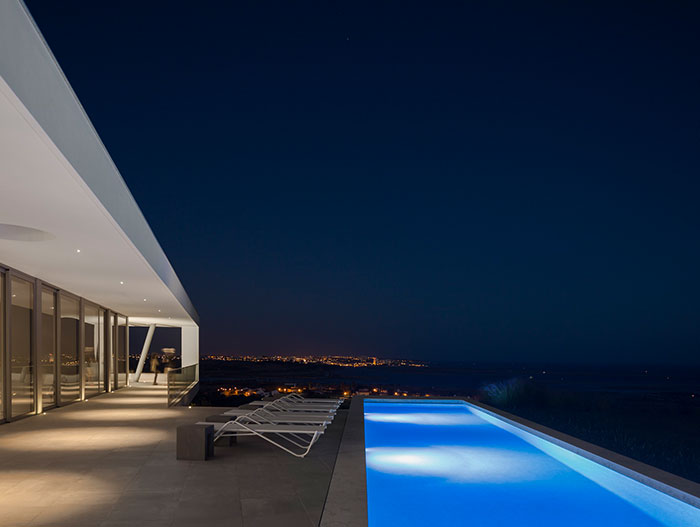 Zauia House by Mario Martins Atelier - gorgeous pool and modern architecture
