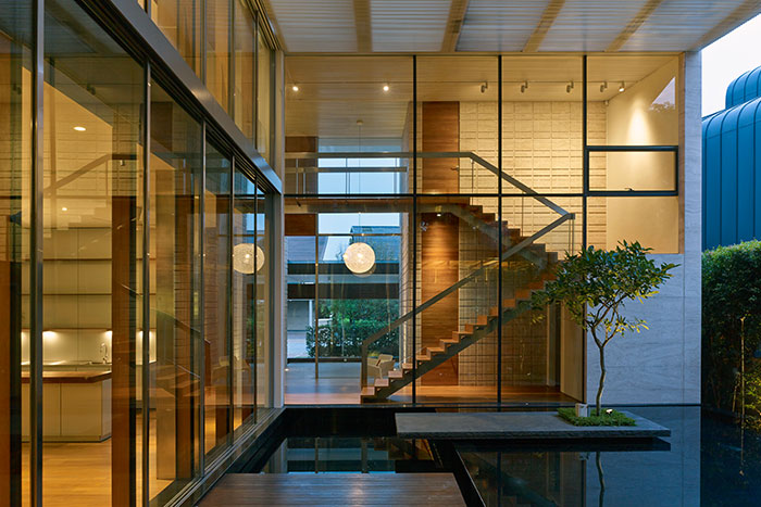 Zen Courtyard House by Robert Greg Shand Architects - contemporary beach house in Sentosa Cove, Singapore