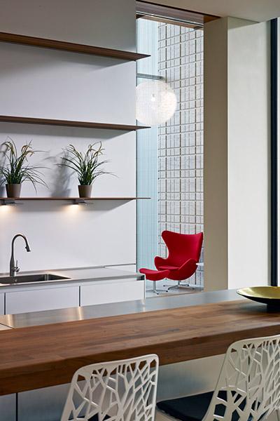 Zen Courtyard House - Modern living room design by Greg Shand Architects